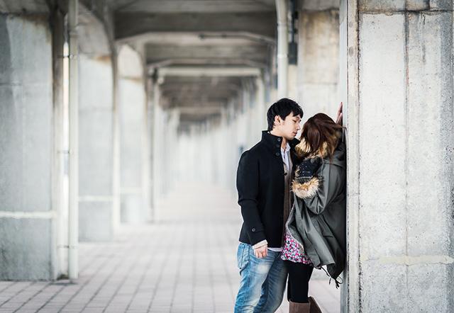 なぜ、男性はモテる女性を落としたくなるのか